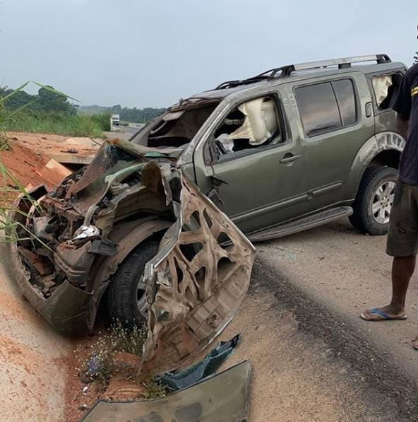 Image Yul Edochie's car involved in a crash