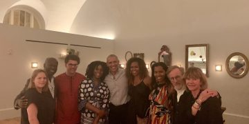 Chimamanda Adichie dines with the Obamas
